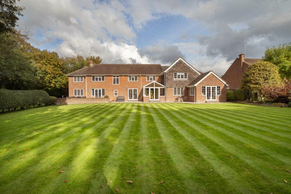 Prime property garden and exterior photo